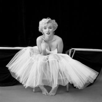 Фотограф Милтон Х. Грин/Milton H. Greene, знаменитая фотосессия с балетным платьем, 1954 год