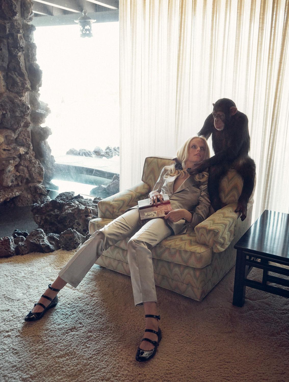 пиджак и брюки из шелка, Louis Vuitton; балетки, Gianvito Rossi