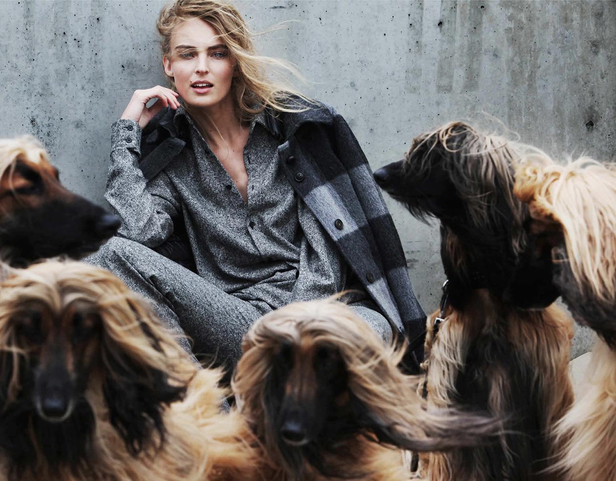 шерстяная рубашка-оверсайз, брюки, Stella McCartney; пальто, Woolrich John Rich & Bros