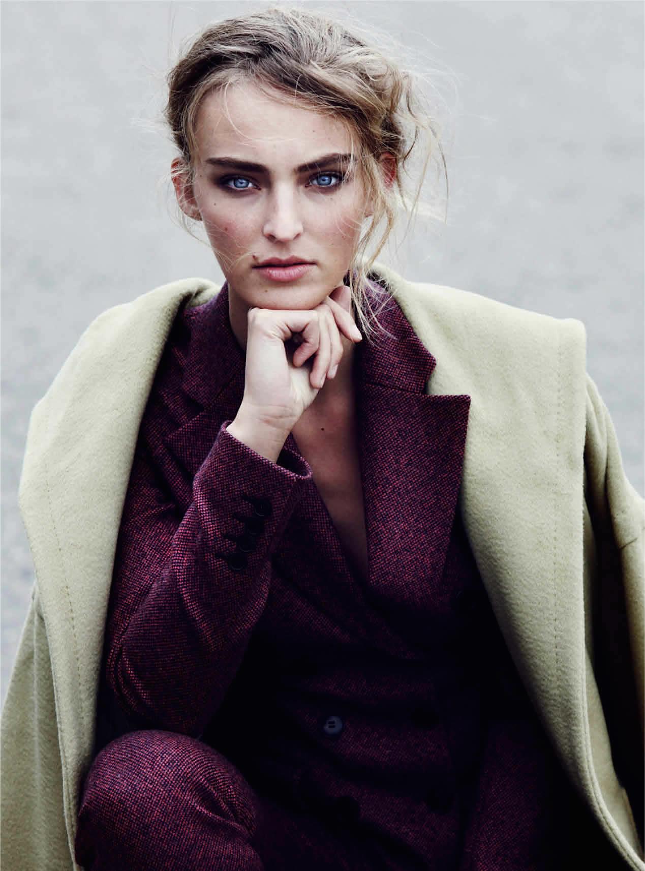 брюки, жакет, Dior; пальто с капюшоном, Max Mara