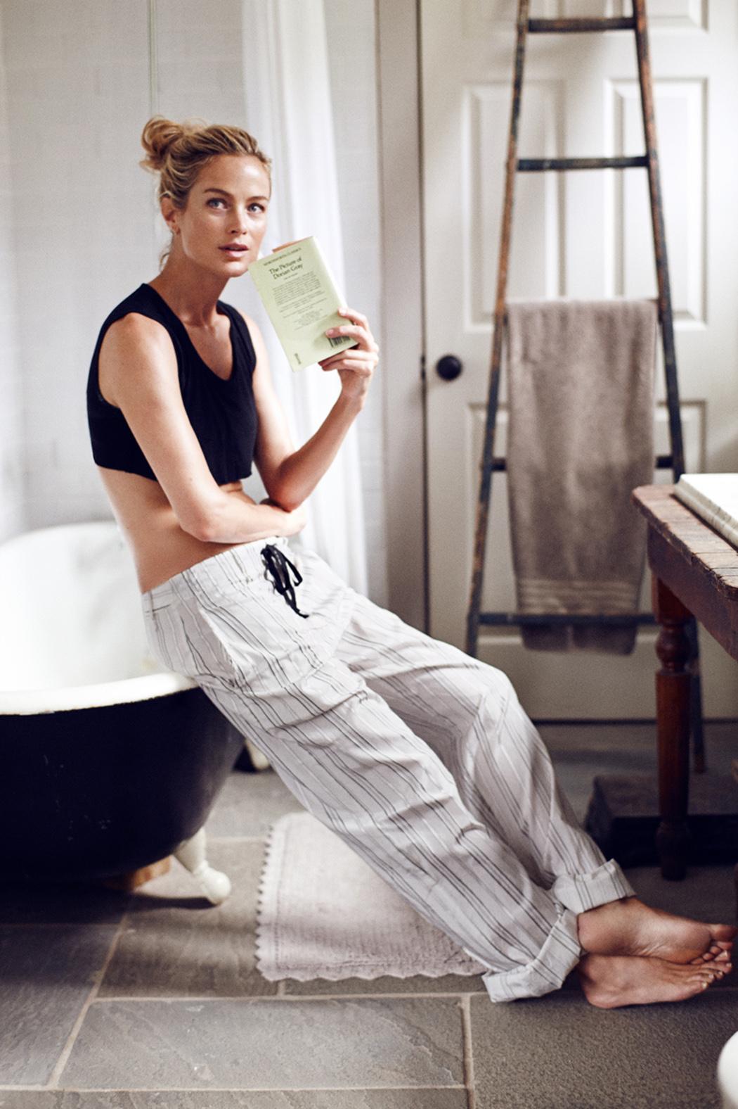 топ, Kiki de Montparnasse; брюки, Raquel Allegra