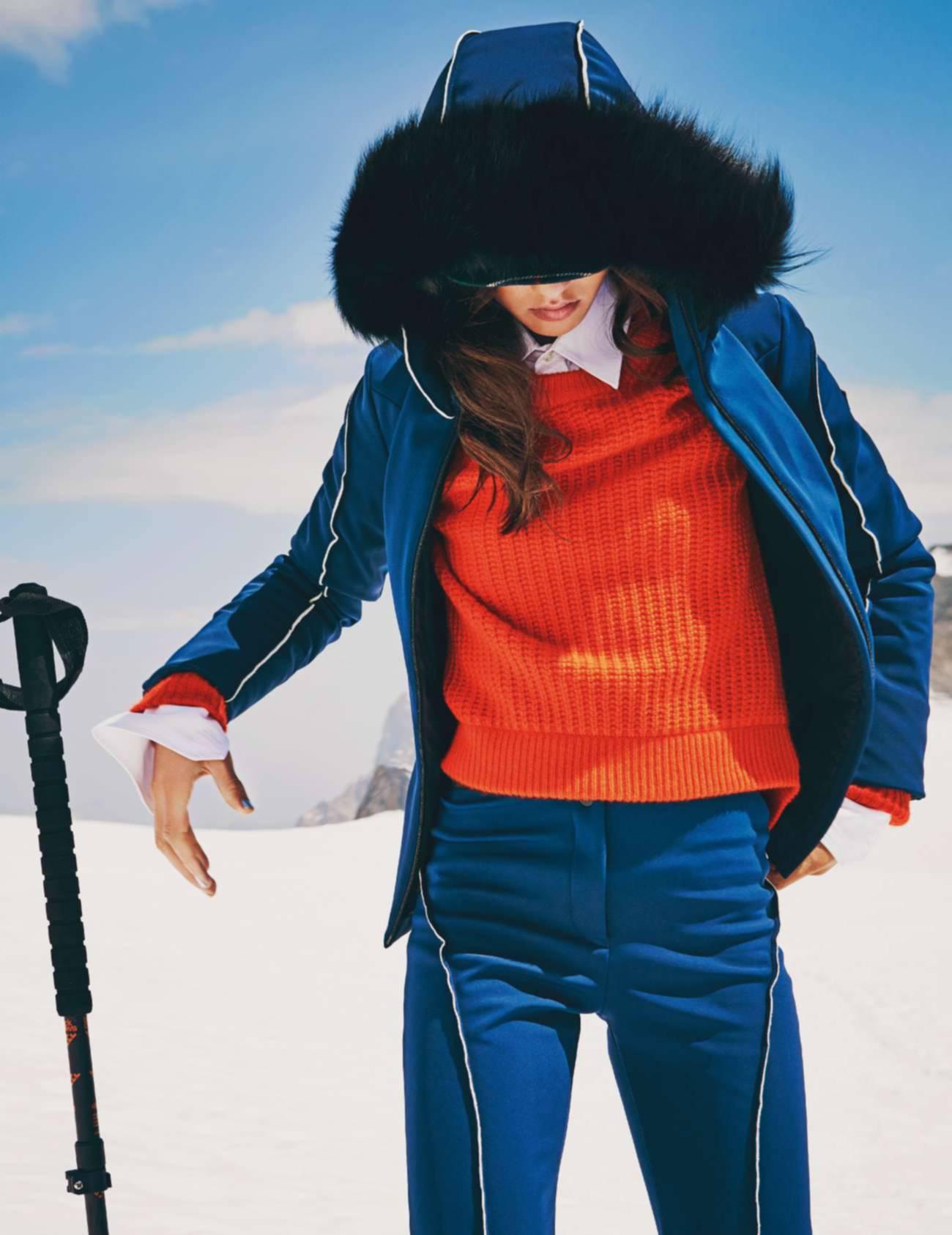 куртка с капюшоном, брюки, Fendi; свитер из кашемира, Éric Bompard; рубашка из хлопкового поплина, Alain Figaret; палки для горных лыж, Black Crows