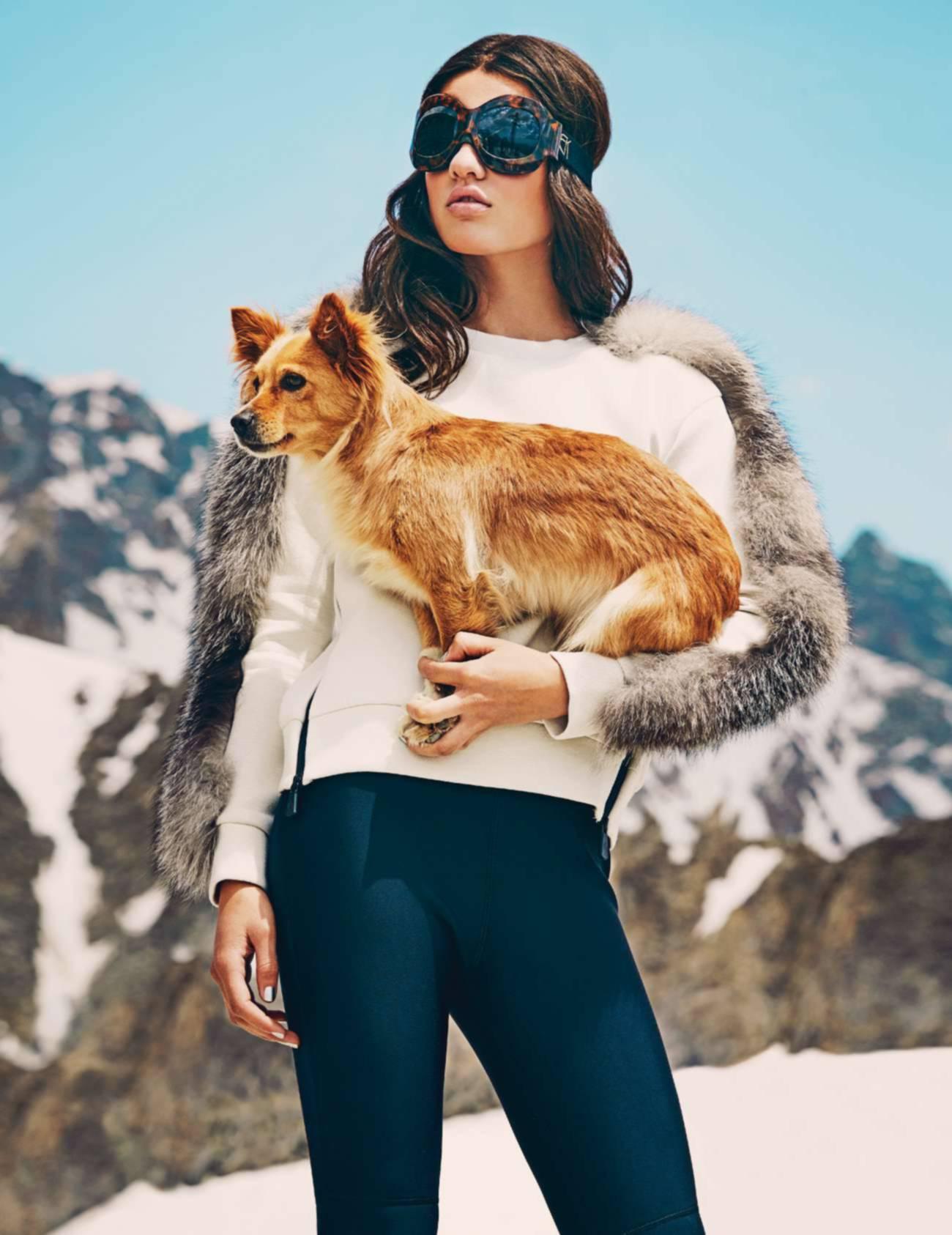 пуловер из неопрена и лисьего меха, брюки, Moncler; лыжная маска, Emmanuelle Khanh