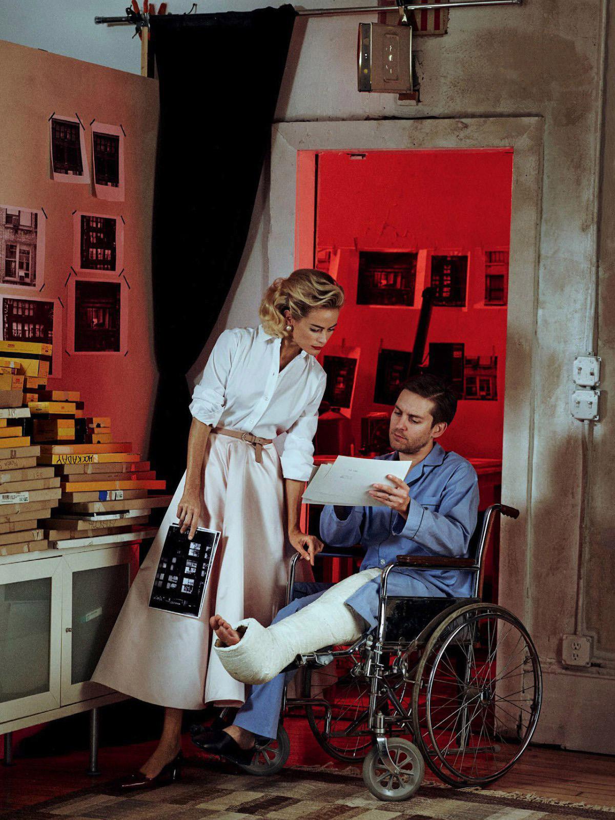 на Мерфи: юбка, рубашка, Oscar de la Renta; ремень, J.Crew; лодочки, Marc Jacobs; на Тоби: слипперы, Crockett & Jones
