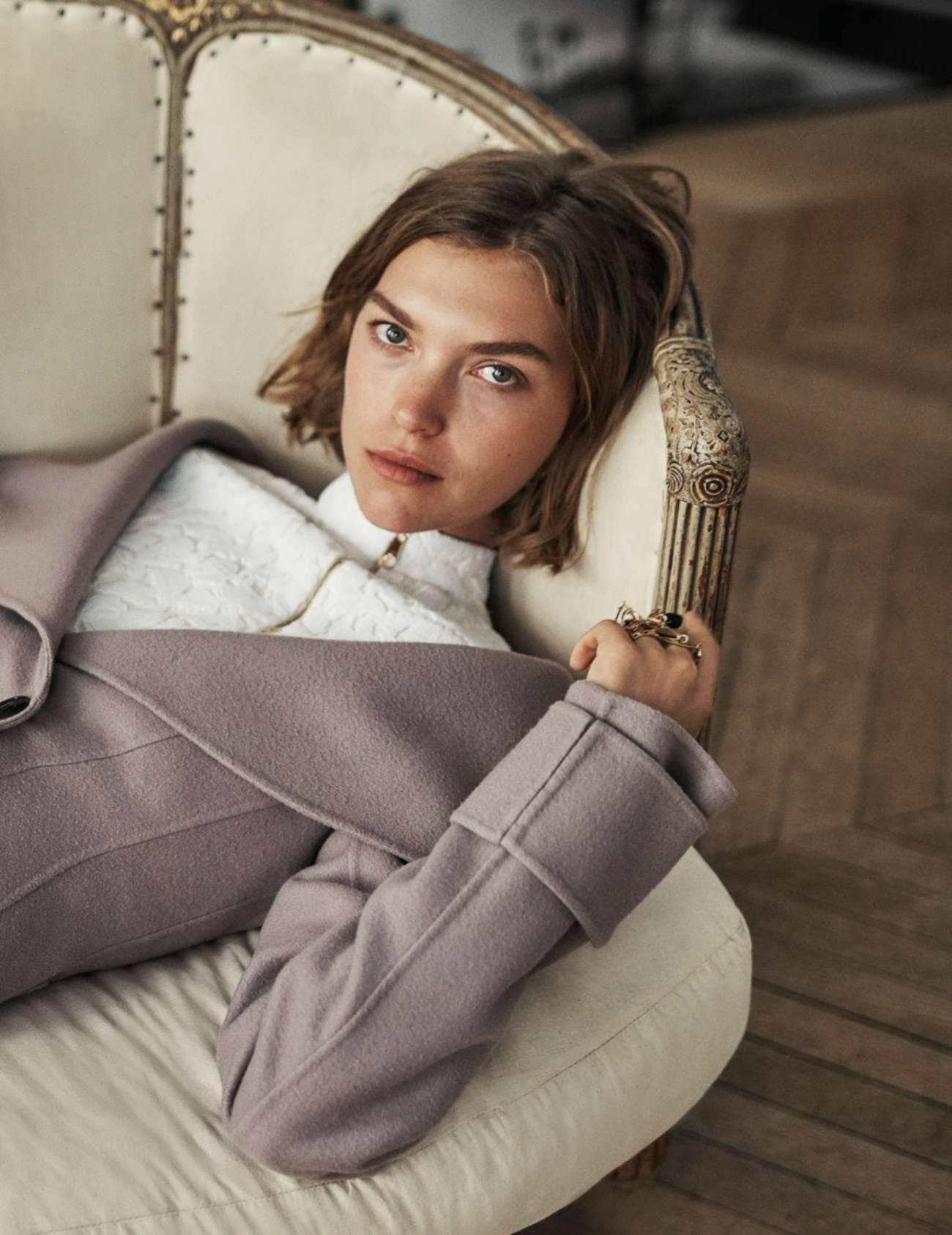 """пальто из кашемира, топ на молнии, кольцо """"Blissful Dior"""" с покрытием из золота, украшенное элементами из черного стекла и кристаллами, Dior"""