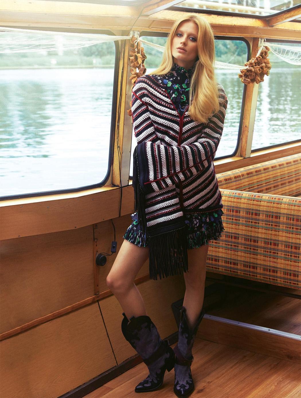 свитер, платье из крепдешина с цветочным принтом, сапоги, Fay