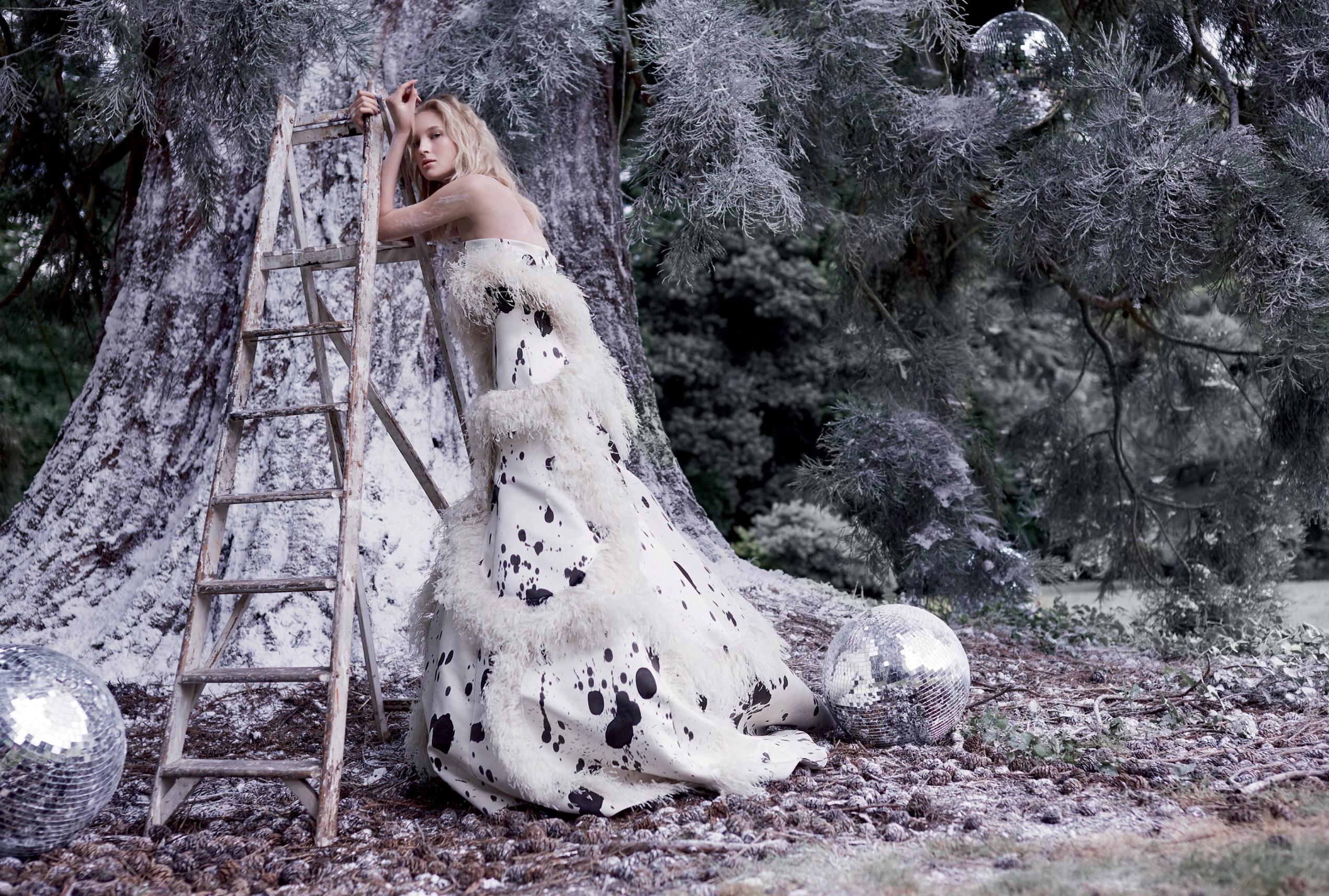 платье из шелка с отделкой из перьев, Giles Deacon Couture