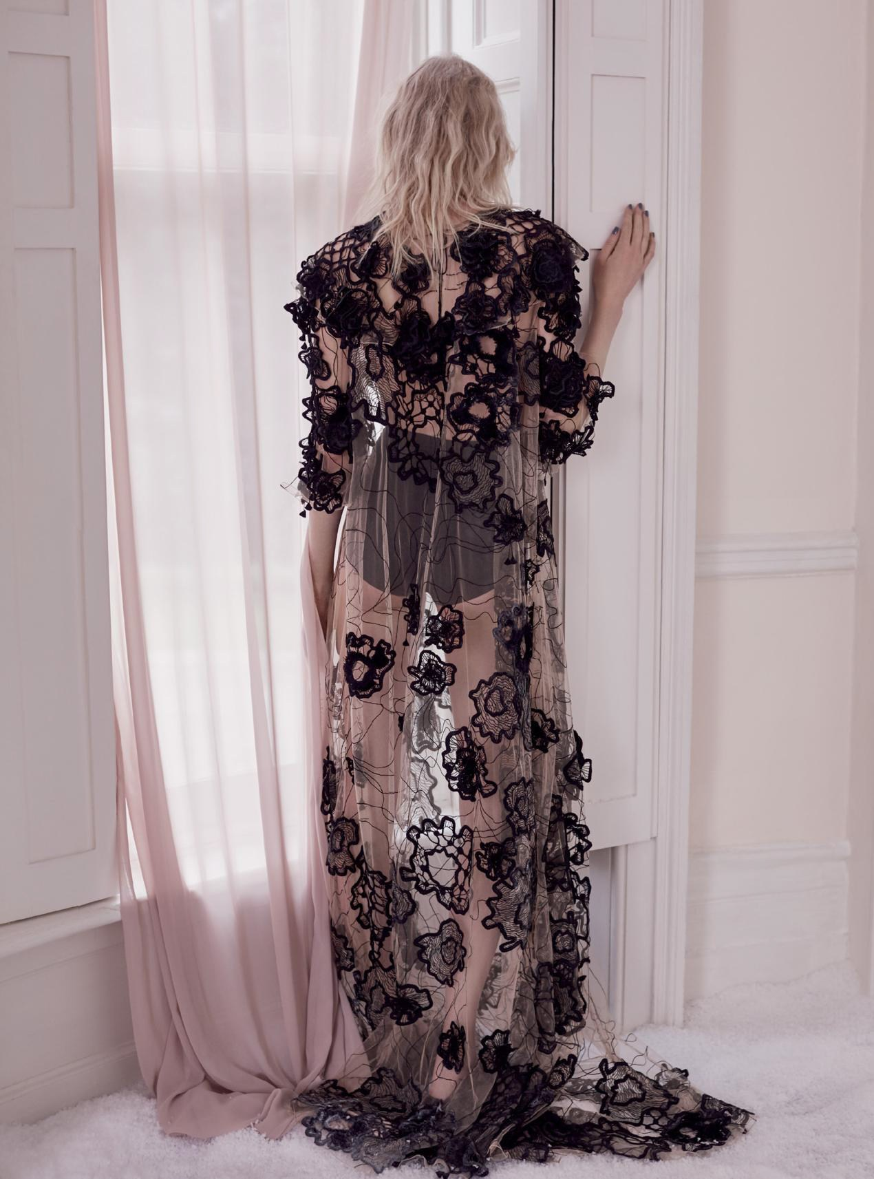 платье из тюля, Roksanda; трусики из лайкры, Intimissimi