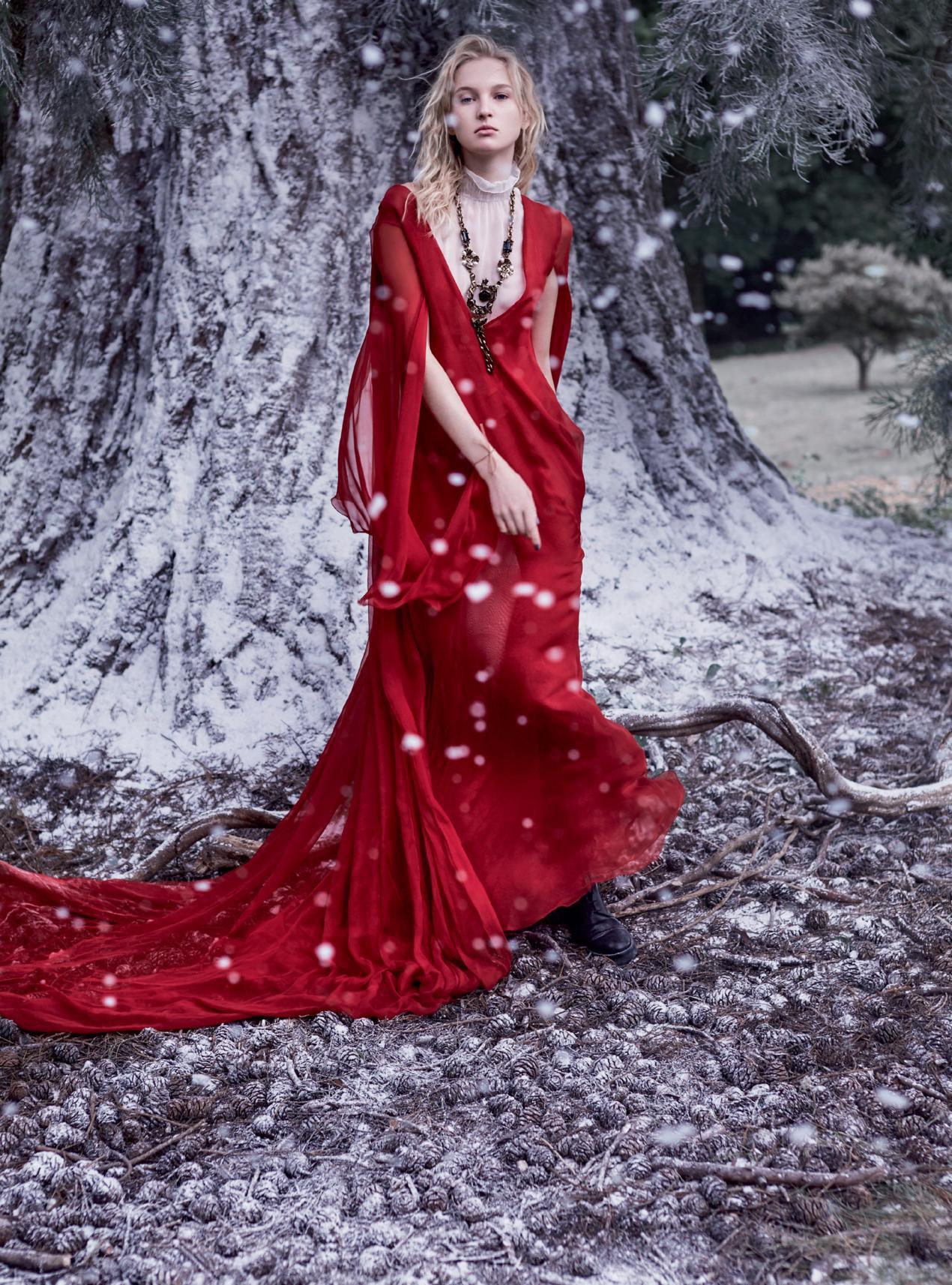 платье из шифона, боди, ожерелье, ботинки из кожи, Valentino Haute Couture