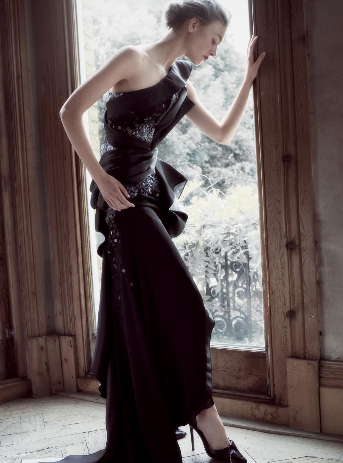 платье из шелка и сатина, декорированное пайетками, лодочки, Atelier Versace