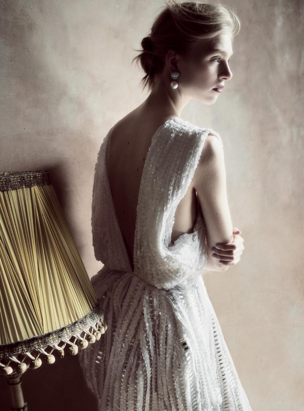 платье из шелка и шифона, декорированное кристаллами и пайетками; серьги с бриллиантами и жемчугом, Givenchy Haute Couture by Riccardo Tisci