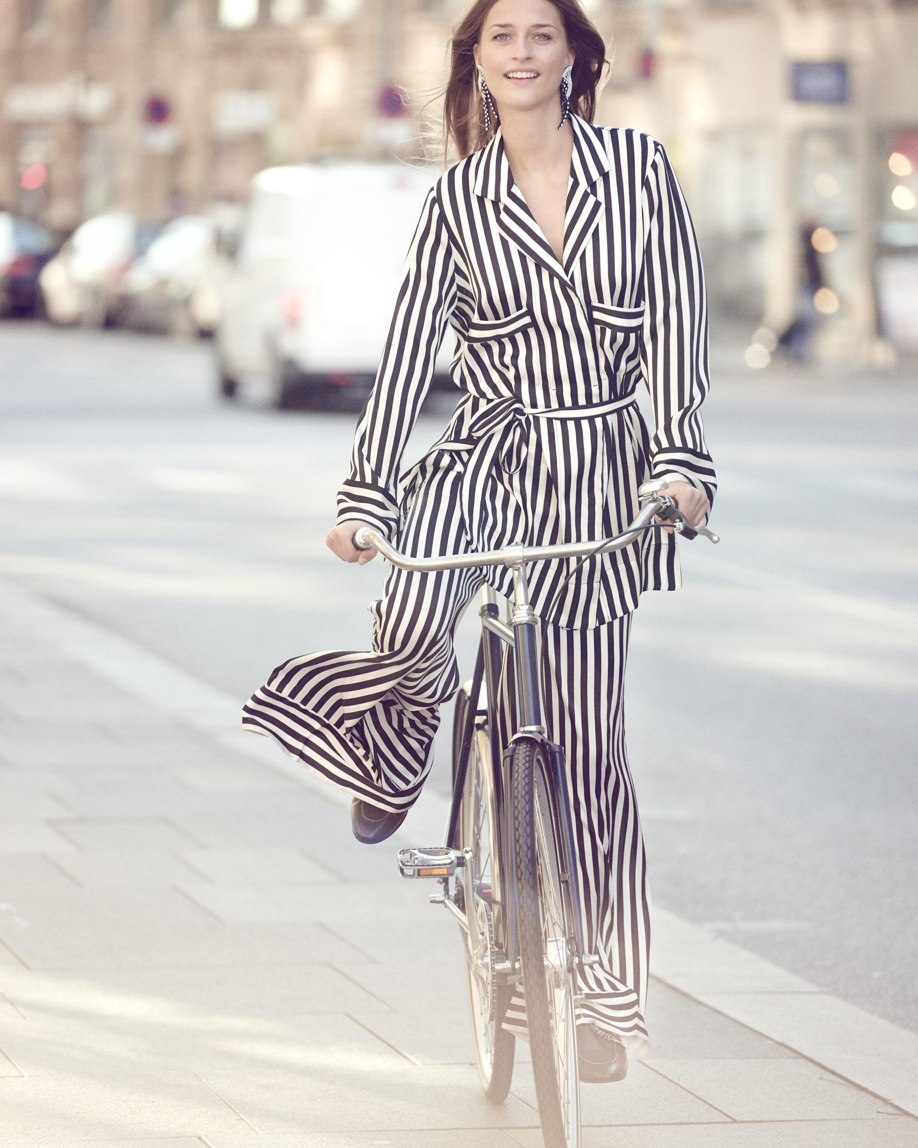 рубашка, брюки, мюли, клипсы, By Malene Birger; велосипед, Cykelfabrikken