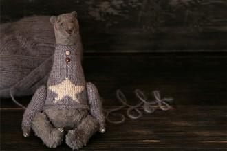 серый медвежонок, итальянская вискоза, набивка древесными опилками, размер 18 см
