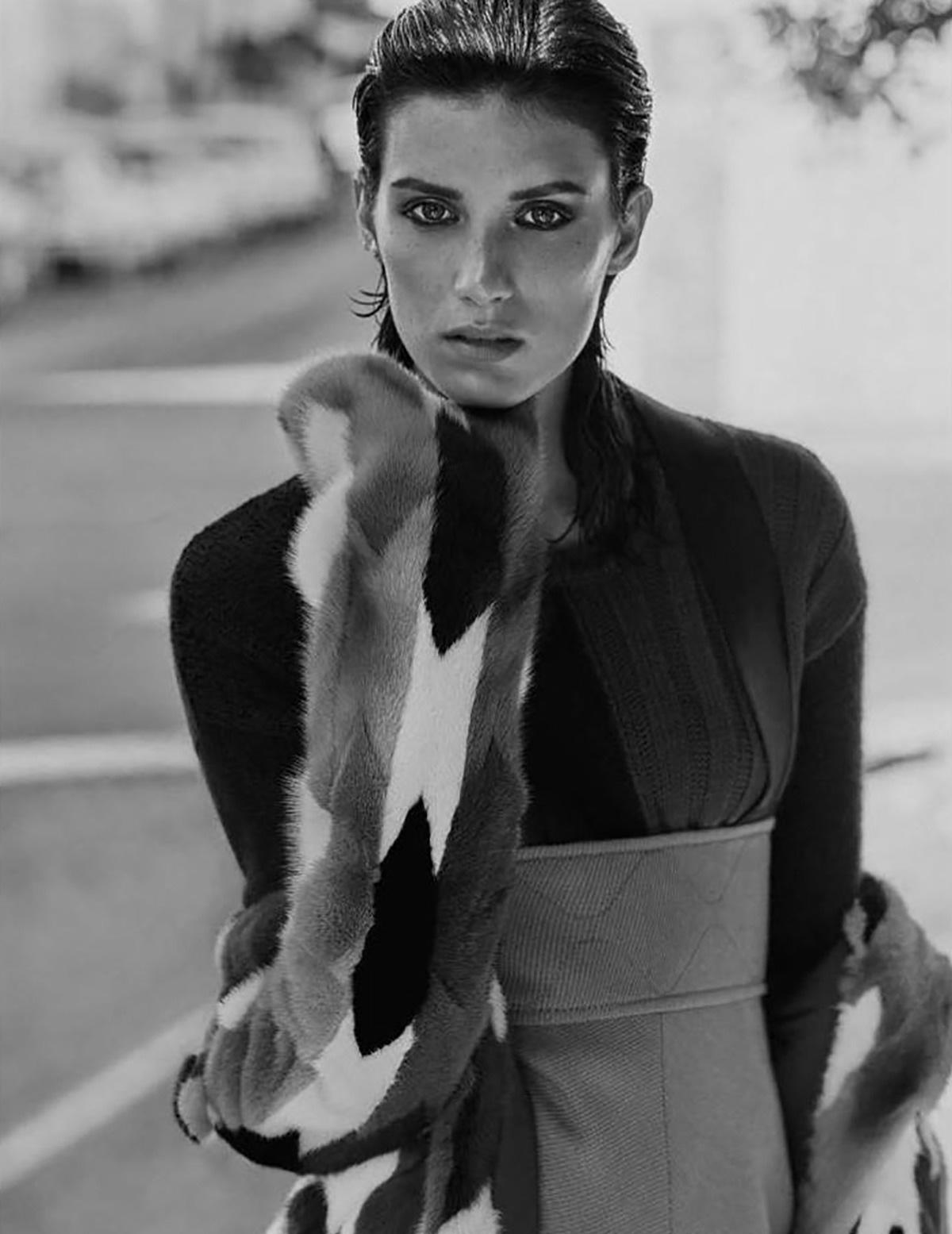 пальто пэчворк из меха норки, Missoni; топ, Desigual; юбка-макси из шерсти и кашемира с бретелями, Hermès