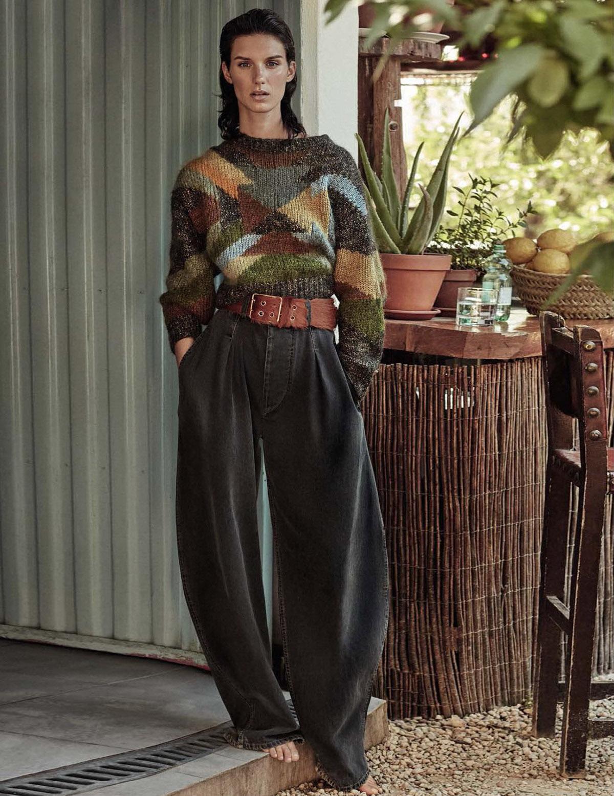 свитер в стиле пэчворк из шерсти и мохера, брюки из хлопка, Isabel Marant; ремень, Prada