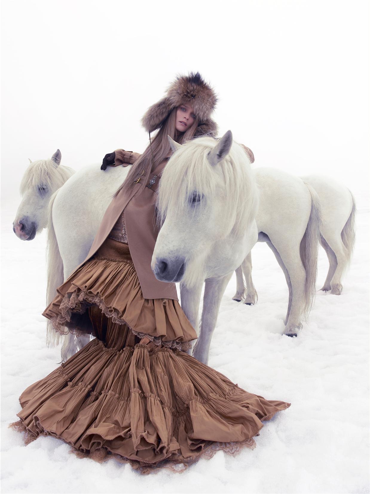 пальто, платье, Gianfranco Ferré; ремень, шапка, перчатки, Hermès