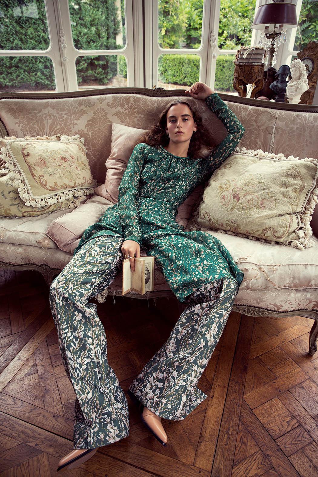 платье, брюки, H&M Conscious; ботинки, Chloé