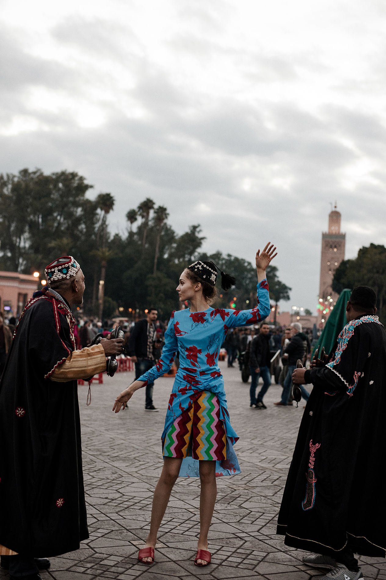 платье, Bizuu; шорты, Marella; сандалии, Badura