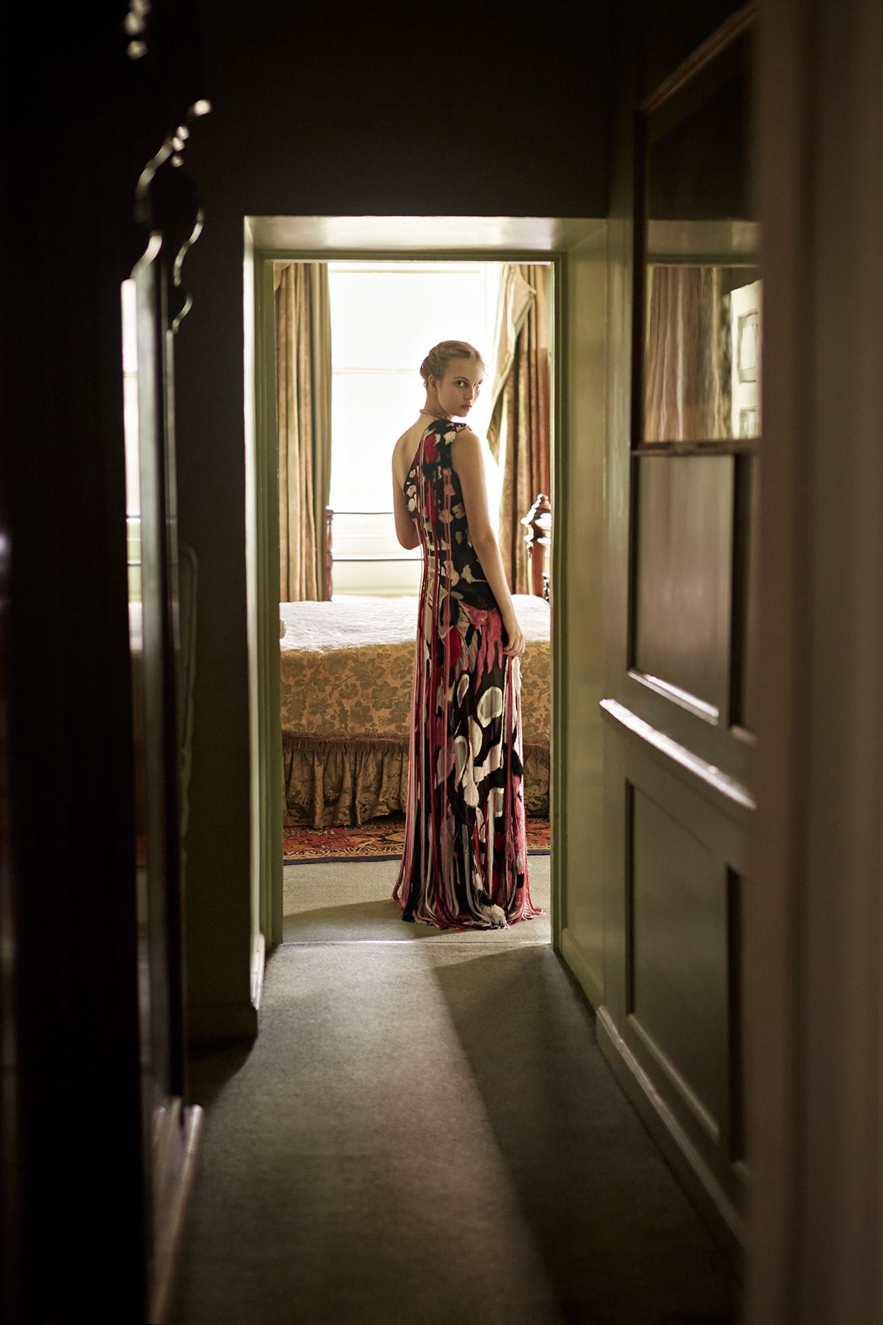 платье из шелка, ожерелье из латуни, Alexander McQueen