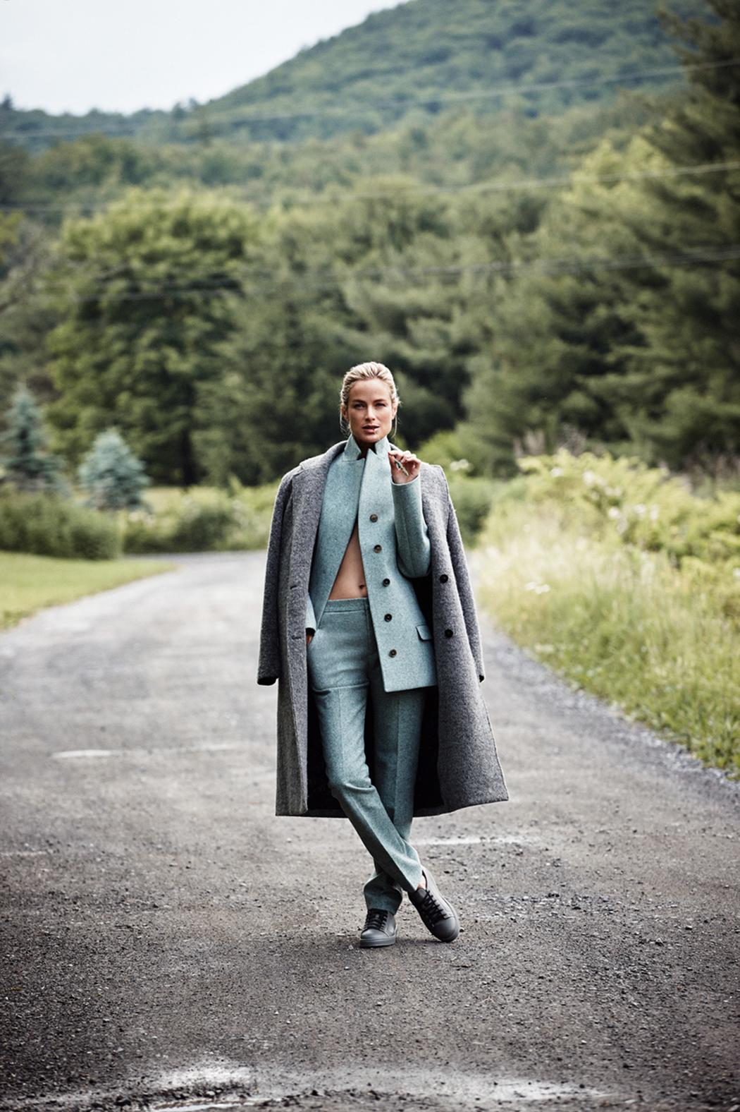 пальто, Alexander Wang; костюм, Jil Sander; кеды, Santoni