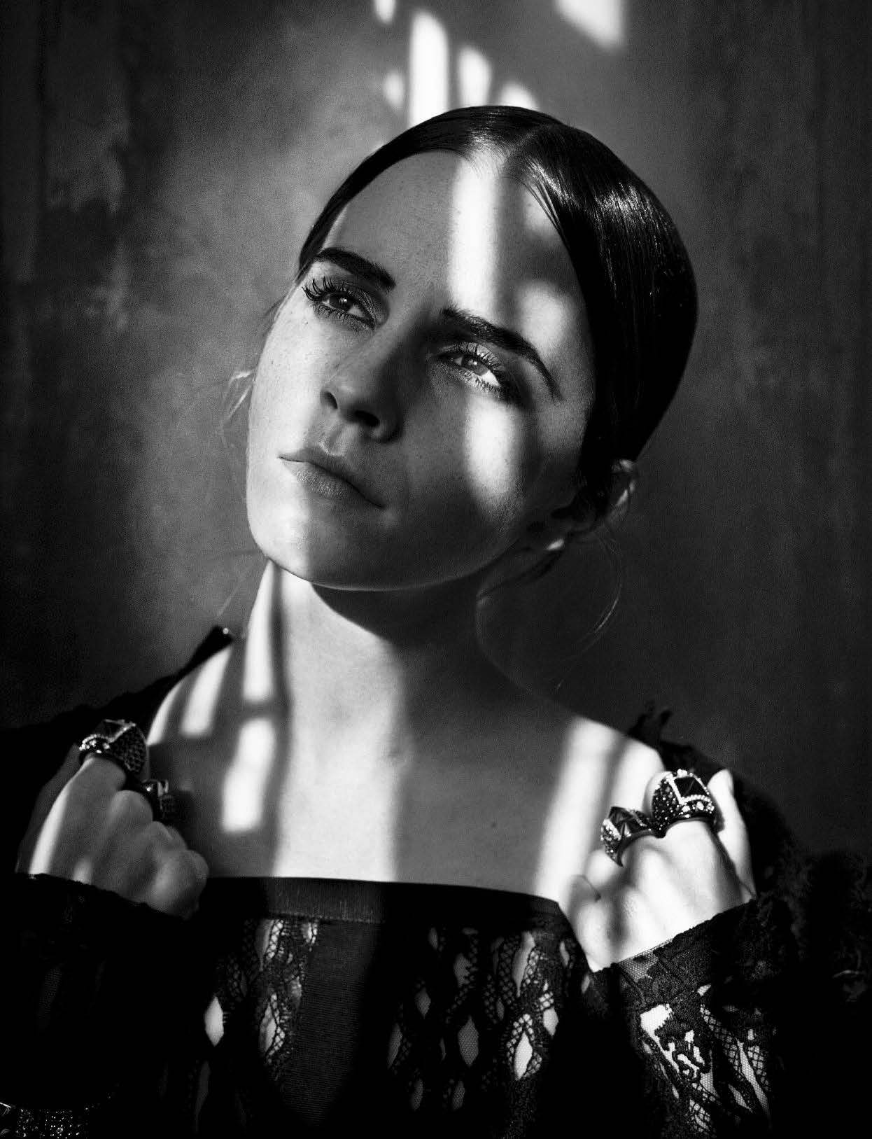 emma-watson-by-vincent-peters-for-vogue-italia-november-2015-3