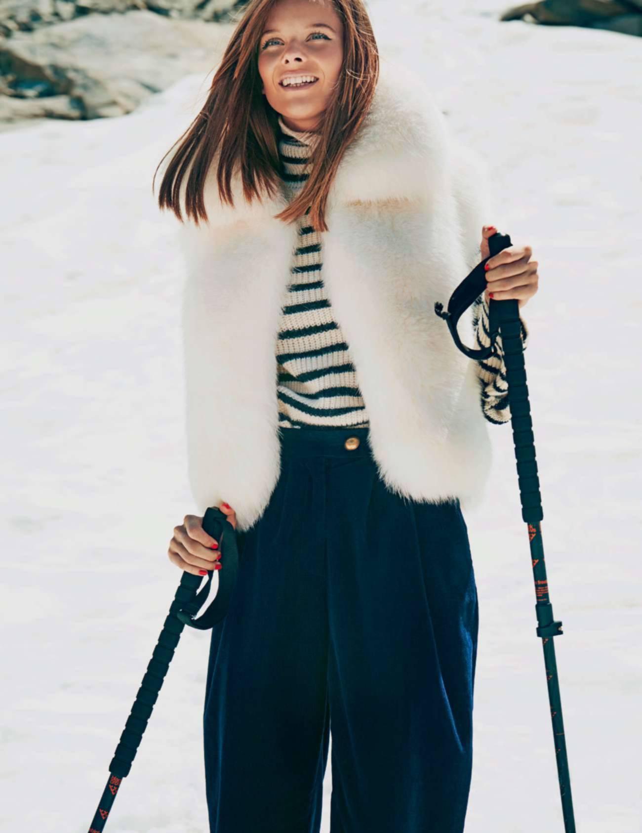 куртка из лисьего меха, Sprung Frères; водолазка из шерсти, Iro; брюки из бархата, Forte-Forte; лыжные палки, Black Crows