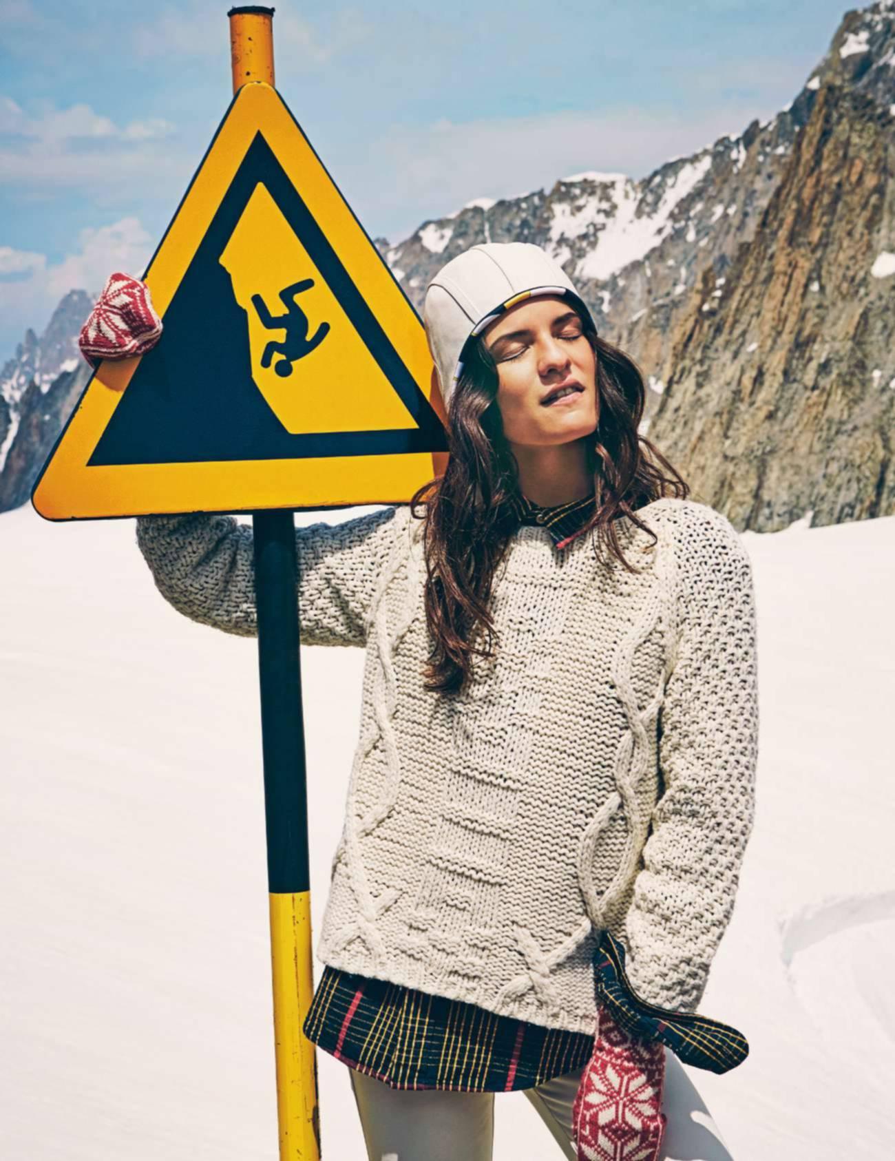 свитер, ba&sh; рубашка, Levi's; брюки и шапка из телячьей кожи, Hermès; варежки, Kerstin Adolphson
