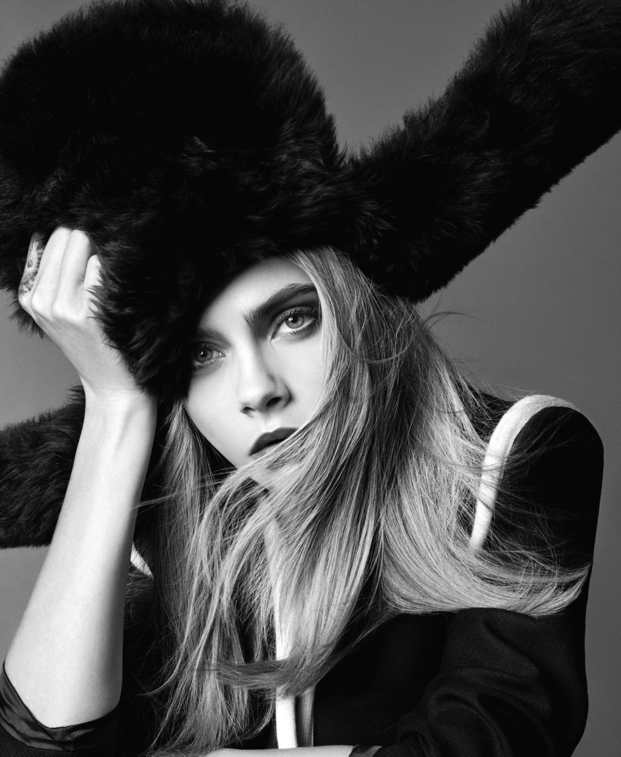 cara-delevingne-by-terry-tsiolis-for-elle-us-september-2016-2