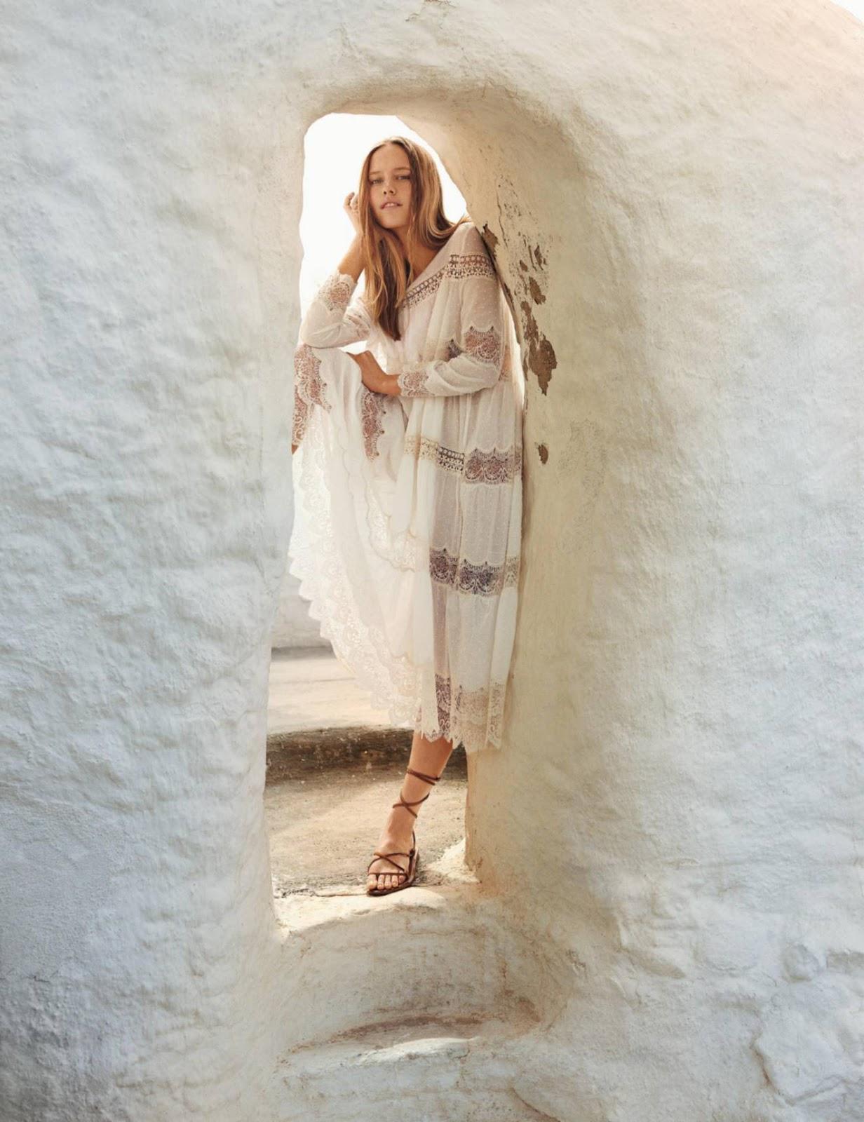 платье в стиле кроше, Mes Demoiselles; сандалии-гладиаторы, K. Jacques