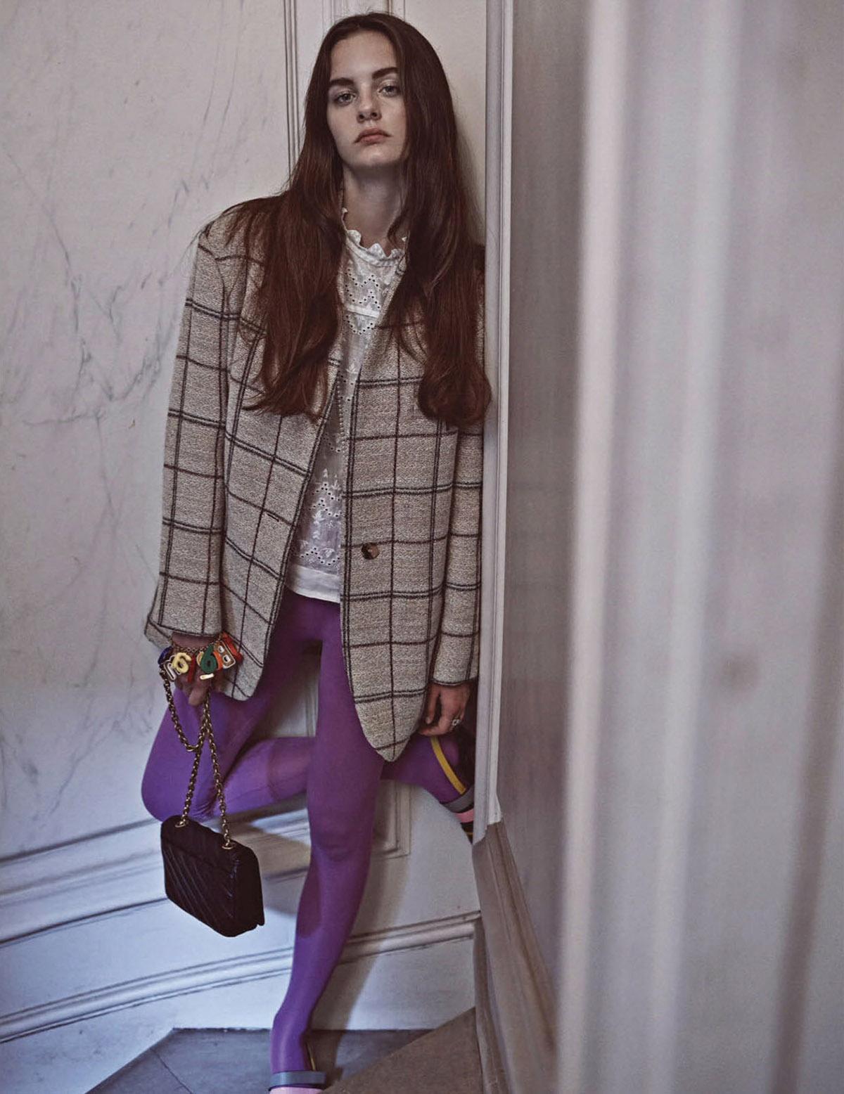 блейзер из шерсти в стиле оверсайз, блуза из шитья, Isabel Marant; колготки, сумка, браслет, Balenciaga; туфли, Pierre Hardy